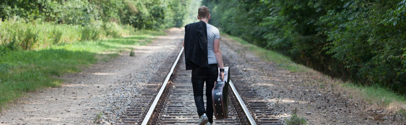 LJ Music: If the train doens't come to Luuk, Luuk is getting to the station...